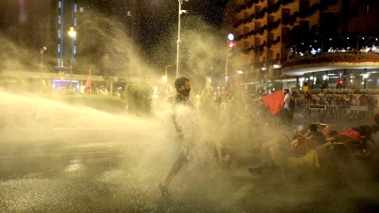 Хиляди израелци участваха в демонстрация във вторник вечерта пред официалната