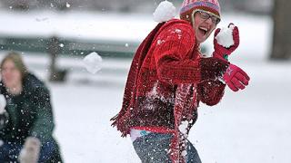 Бой със снежни топки доведе до масови безредици