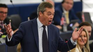 Джонсън ни превръща в колония на ЕС, атакува Фараж и поиска отлагане на Брекзит