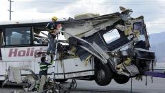 13 души загинаха при катастрофа между автобус и камион при Палм Спрингс