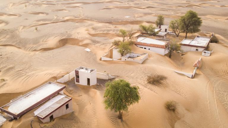 На няколко километра югозападно от малкото градче Ал Мадам, на