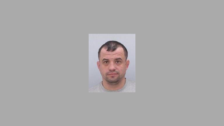 Полицията издирва двама български граждани във връзка с досъдебно производство,