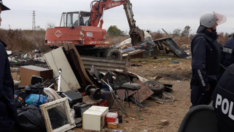 Бутат близо 100 незаконни къщи в Стара Загора