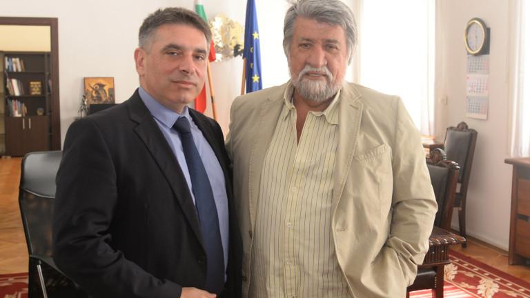 Кирилов и Рашидов обмислят мерки срещу фалшивите новини и трафика на културни ценности