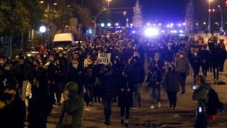 Седма нощ на протести срещу задържането на рапъра в Испания