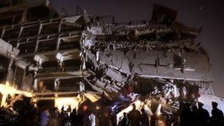 Търсят улики във взривения пакистански хотел