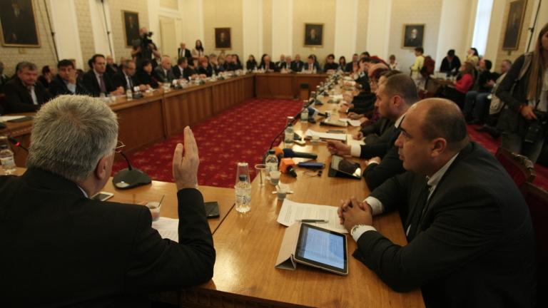 Бюджетната комисия в парламента спори за субсидиите на партиите, но