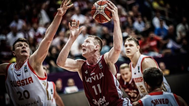 Латвия нанесе първа загуба на Евробаскет 2017 на Русия и