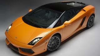 Уникално Lamborghini блести на изложение в Катар