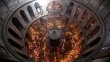 Малобройна делегация носи Благодатния огън в България
