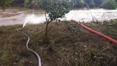 Отводняват Хитрино след поройните дъждове