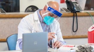 Amazon предлага помощ на Байдън при ваксинирането на американците