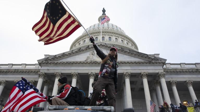 """От """"красиво"""" до """"позорно"""": светът реагира на щурма на тълпата срещу Конгреса на САЩ"""