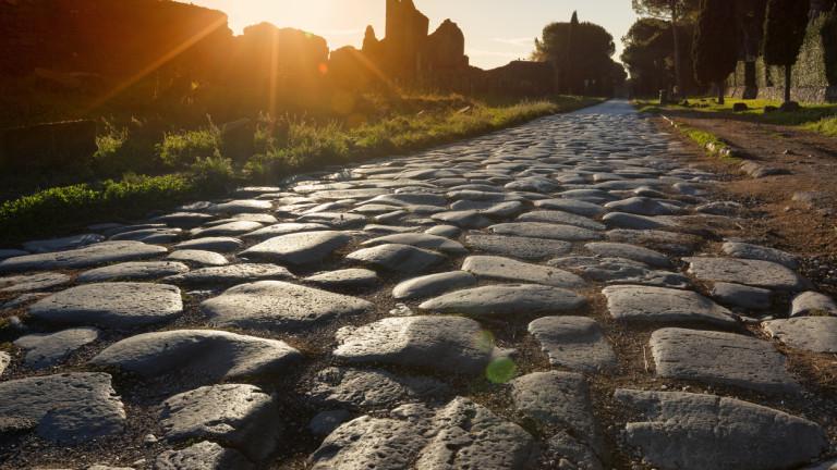 Каква е връзката между римските пътища и просперитета на регионите в Европа?