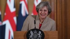 """Паундът остава на тримесечно дъно в очакване заявка за """"Твърд Брекзит"""""""