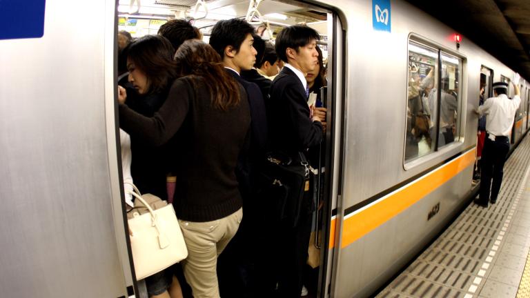 Обикновено пътуването с обществения транспорт е най-евтиното придвижване от дома