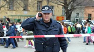Тийнейджър тормози ученици в Тополовград. Налита и на полицай