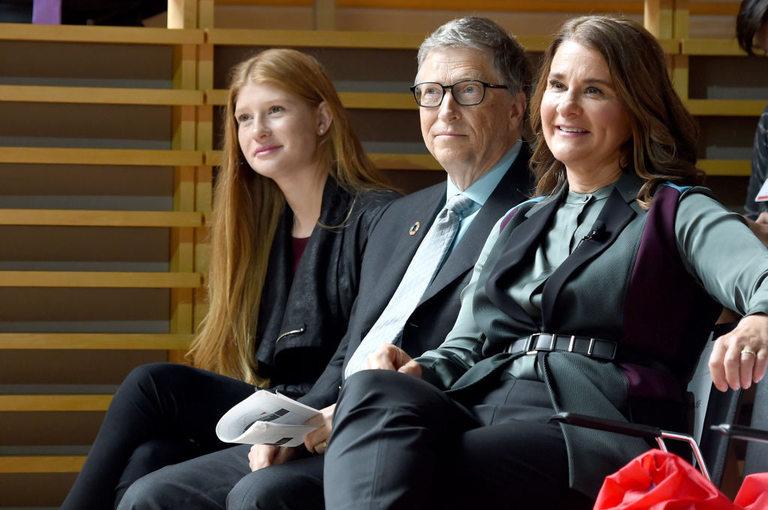 Бил и Мелинда Гейтс с една от двете им дъщери.