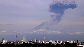 Най-голямото изригване от години на вулкана Попокатепетъл в Мексико