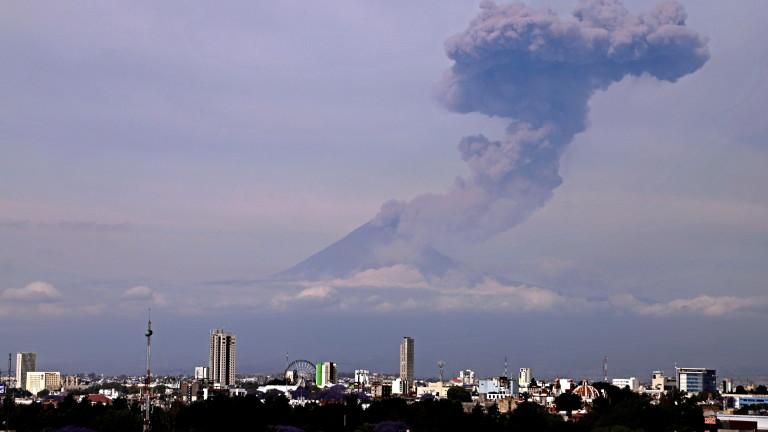 Активният вулкан Попокатепетъл в Мексико е изригнал късно вчера тамошно