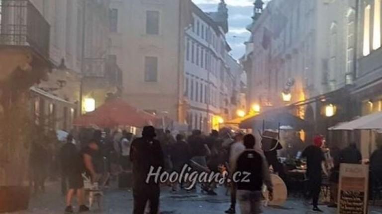 Снимка: Фенове на Левски направиха погром в Словакия, биха се с ултраси на Аякс и Краковия