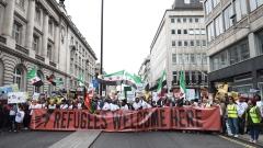 Хиляди на протест в подкрепа на бежанците в Лондон