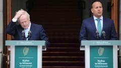 Премиерът на Ейре получи светена вода преди срещата с Борис Джонсън