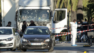 Нападателят от Ница спрял да убива, защото камионът се счупил
