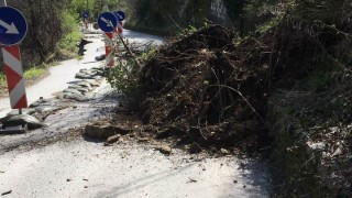 Свлачища застрашават пътя за Севлиево и три села