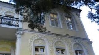 Събориха опасни постройки в казармите в Гоце Делчев