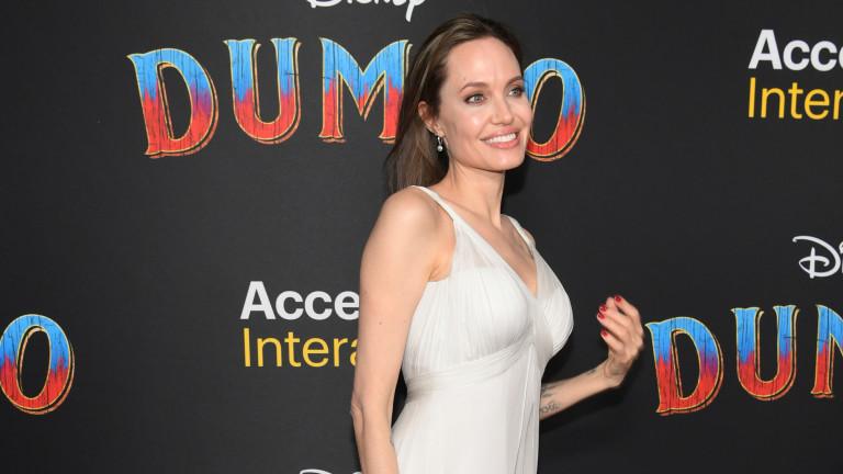 Анджелина Джоли става супергерой на Marvel