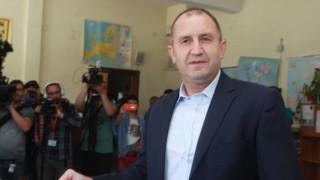 Президентът сезира КС за даренията към партиите