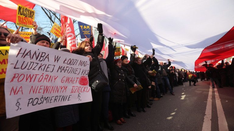 Хиляди се включиха днес в протестно шествие в полската столица
