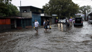 Ураганът Грейс взе осем жертви в Мексико