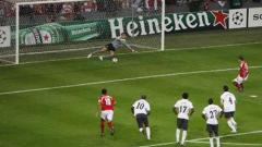 Арсенал спечели щастливо в Лиеж