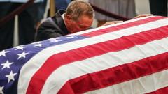 Десетки хиляди се прощават с Джон Маккейн
