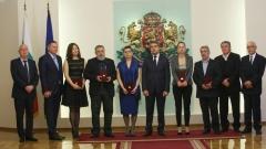 България очаква чадата си от чужбина, каза Деян Енев от името на отличените културни дейци