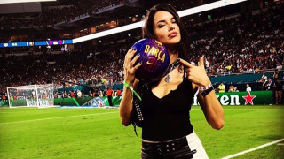 """Адриана Лима показа, че е заклета фенка на """"Барселона"""" (СНИМКИ)"""
