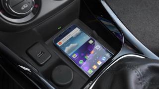 Opel Adam вече предлага безжично зареждане на смартфона