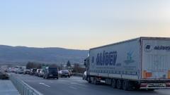 """Километрични задръствания се извиха на бул. """"Самоковско шосе"""" в София"""