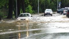 Двама самотни възрастни от Добрич са изведени от наводнените си домове