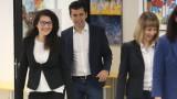 Завършили в чужбина се представят като част от екипа на Петков и Василев