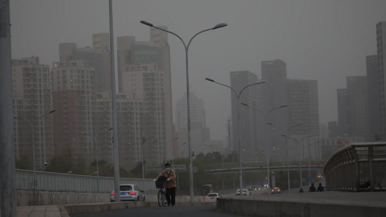 Пекин ударен от трета пясъчна буря за 5 седмици