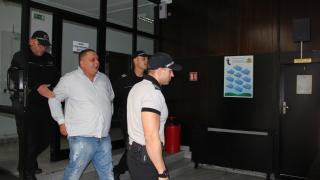 Сводникът и полицаите от Благоевград остават в ареста