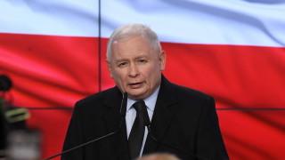 Управляващите в Полша губят абсолютното си мнозинство в Сената