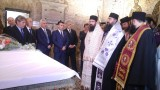Борисов и Заев се поклониха заедно пред мощите на Св. Кирил в Рим