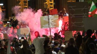 Мяталите бутилки на протеста в София се организирали в чат