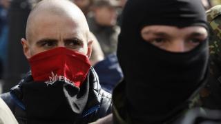 Десни радикали замеряха с яйца руското консулство в Одеса, обиждали Путин