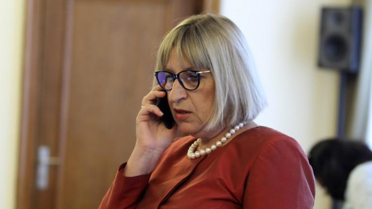 Правосъдният министър Цецка Цачева ще мисли след празниците дали да