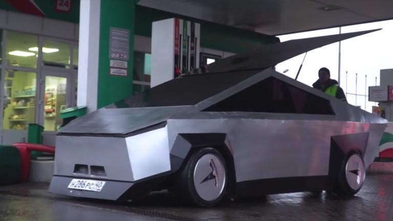 Как едни руснаци превърнаха Lada Samara в Cybertruck
